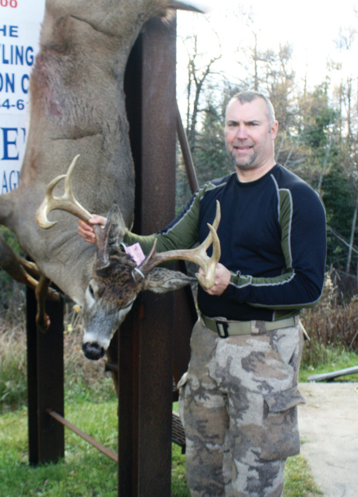 Dean-Miller-shot-the-biggest-buck-at-2016-Buck-Pole.-Photo-by-Bob-Gingrich-w-696x967
